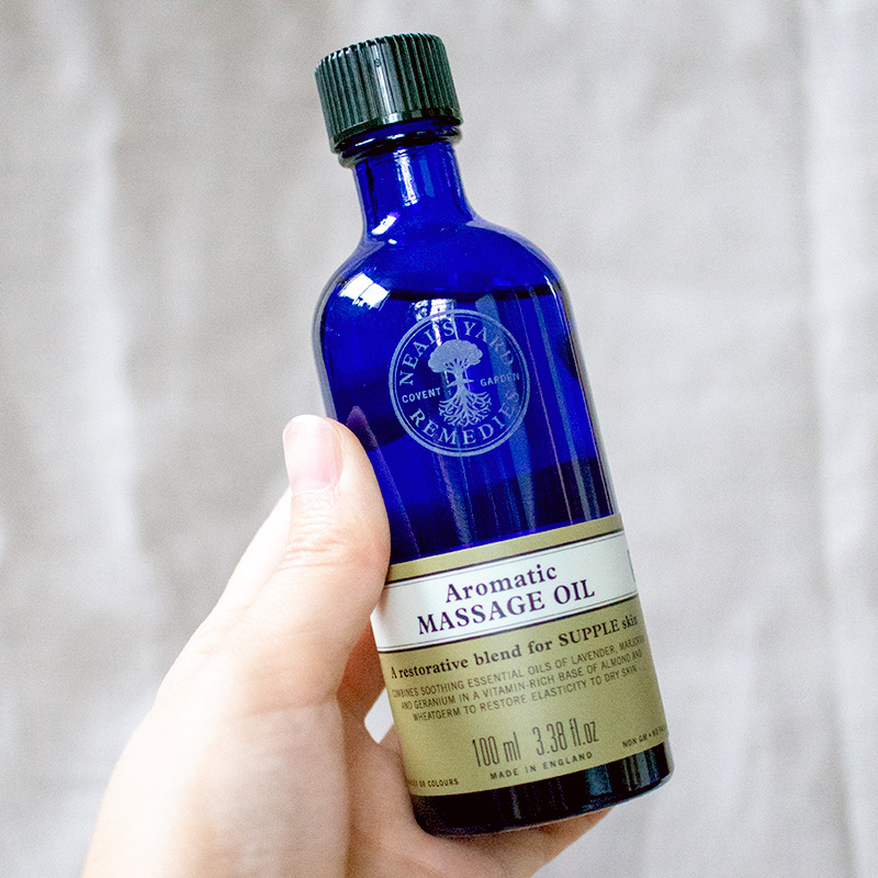 アロマティックマッサージオイルのボトル